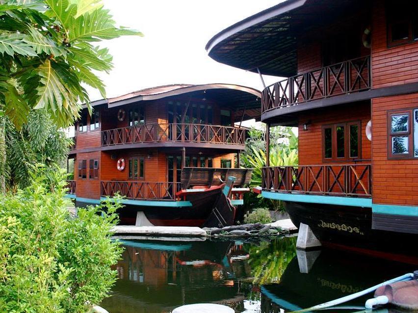 Boathouse Paradise 3