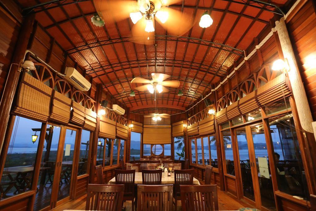 Boathouse Paradise Dining